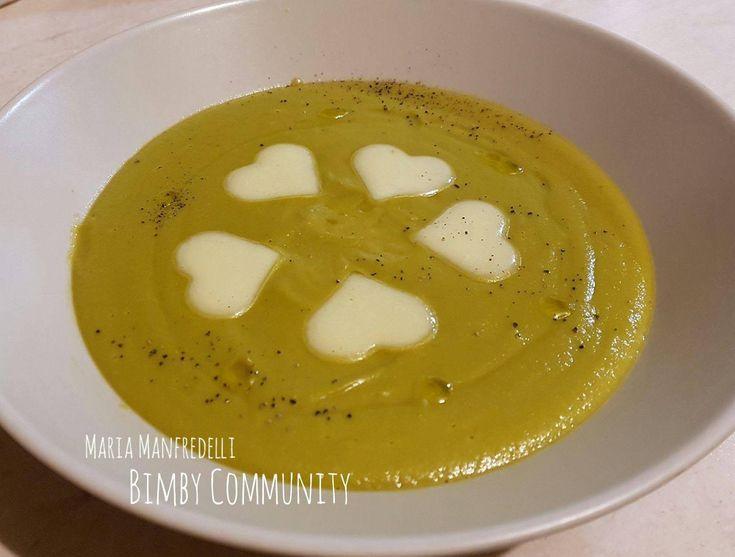 Pochi semplici ingredienti rendono questa Vellutata di Piselli un piatto perfetto ogni volta che si desidera qualcosa di gustoso ma leggero.