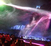 Vertigo laser show nel maestoso scenario della Cascata delle Marmore. Distanza del raggio laser circa 800 metri