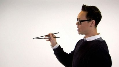 Gok Wan's guide to chopsticks! Loving his Chinese cookery series!