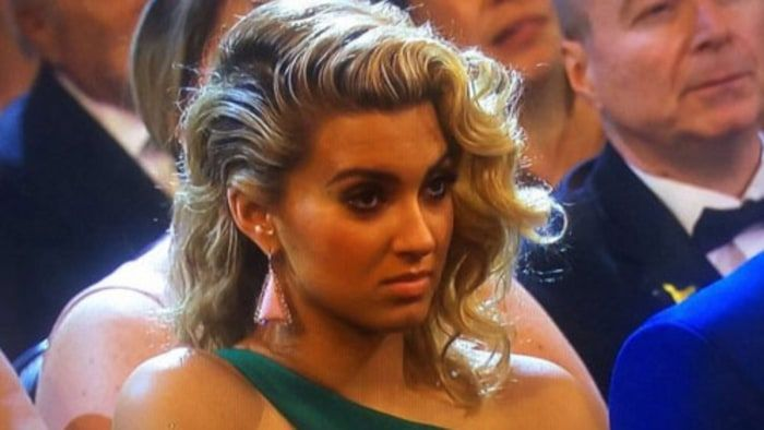 Wow! Looks like not everybody thought Taylor Swift's Grammys 2016 acceptance speech was cool -- check out Tori Kelly's face!