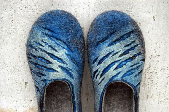 Felted slippers for Him. Blue waves di jurgaZa su Etsy, $75.00