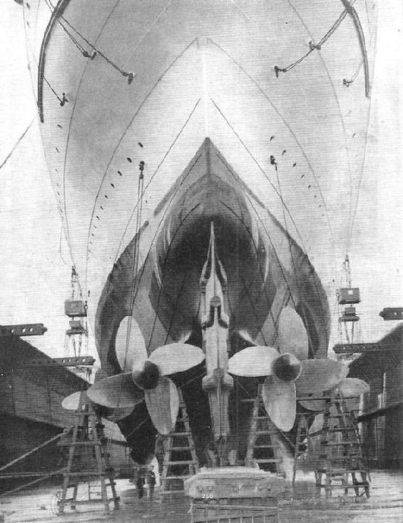The four-bladed screws of the RMS Mauretania [565 x 733]