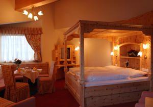Hotel Casa del Campo camera con letto a baldacchino