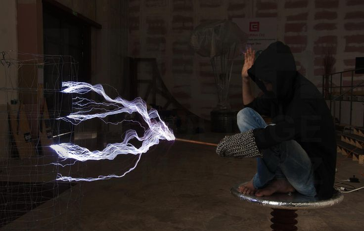 Magic with electric discharge http://www.highvoltagemagic.cz/milion-volt-man/#!