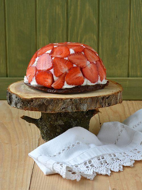 strawberry cake with yogurt, cottage cheese and lemon basil