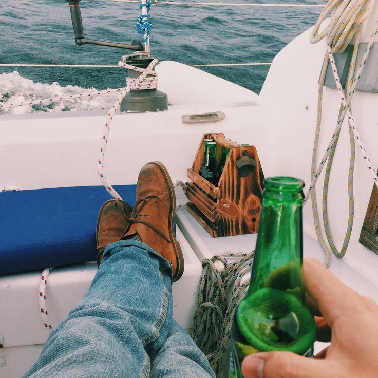 Porta cerveza en acción! Navegando en la costa Chilena con un six pack de cervezas.