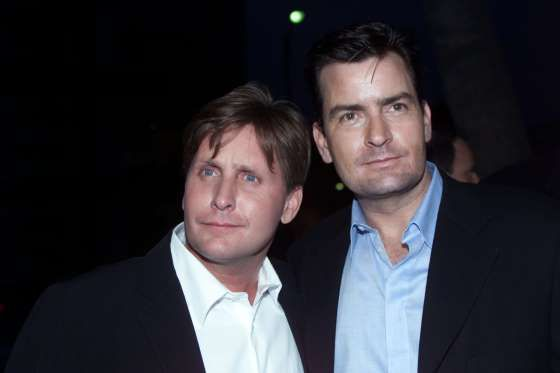 """Brothers Emilio Estevez és Charlie Sheen jelentenek egy fotó a premieren a film """"Rated X"""" ... - Reuters / Stringer"""