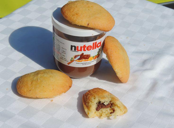 Madeleines fourrées au Nutella. La recette en vidéo ici: https://www.youtube.com/watch?v=eHaPoG-6ez8