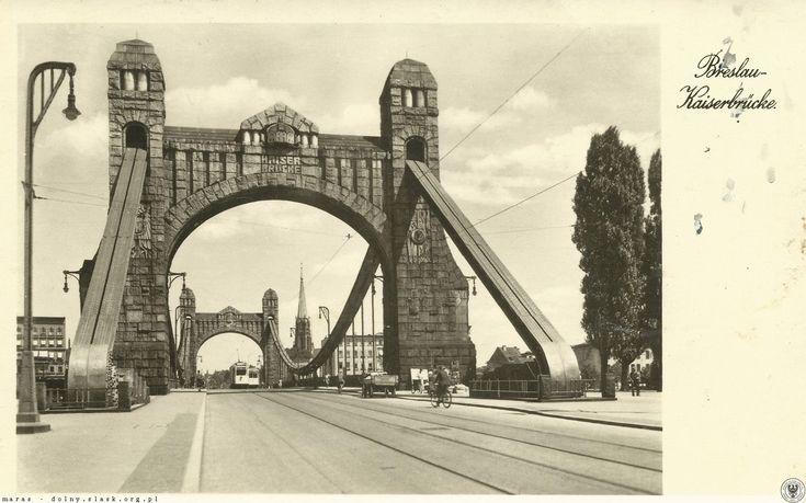 Most Grunwaldzki. Widoczna monumentalna wieża kościoła Lutra. Na moście mijające się tramwaje linii 26 i 18. Pocztówka z obiegu 1940.