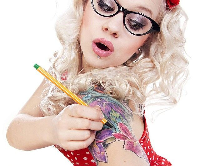 Give yourself some sick tats without the pain or life long commitment by using this temporary tattoo pen! For creative types who love to draw, this pen allows you to take your artwork to a new medium and create realistic looking, long lasting tattoos on yourself!