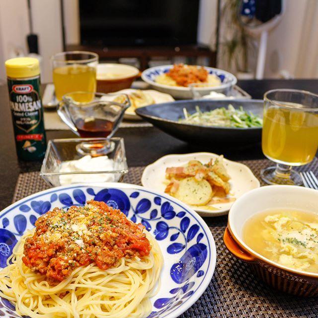 * ✔︎ミートソースパスタ ✔︎ジャーマンポテト ✔︎水菜とちりめんじゃこのサラダ ✔︎キャベツと卵の洋風スープ ✔︎ヨーグルト * 今日はお肉たくさん食べたかったので、お肉多めのミートソースにしてみました🍝 * ごちそうさまでした🙇♀️ * #おうちごはん #おうちカフェ#クッキングラム #デリスタグラマー #料理 #手料理 #料理写真 #ふたりごはん #晩ご飯 #夕飯 #夕食 #献立 #レシピ #ミートソース #ミートソースパスタ #パスタ #スパゲッティ #ジャーマンポテト #スープ #コンソメスープ #サラダ #水菜 #ちりめんじゃこ #ヨーグルト #パルメザンチーズ #肉