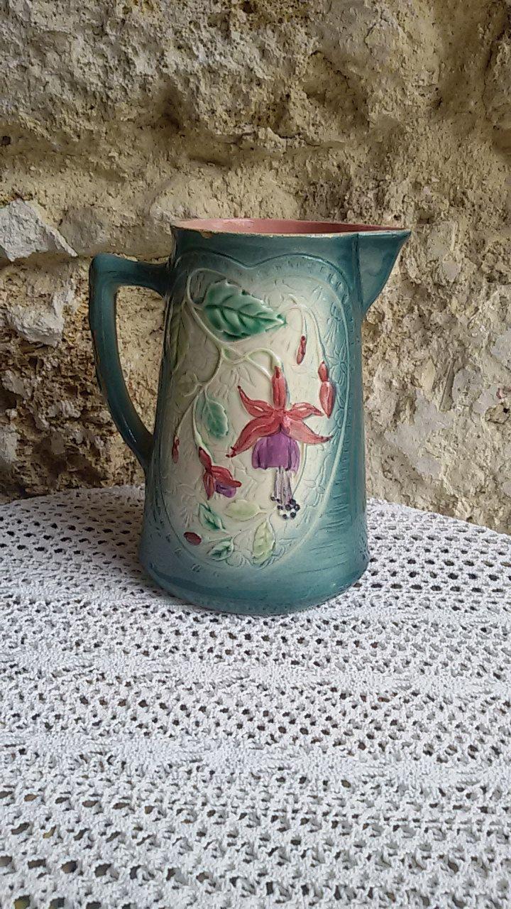Pichet barbotine à décor de fuchsia/ French Antique de la boutique ChezOdileBrocante sur Etsy
