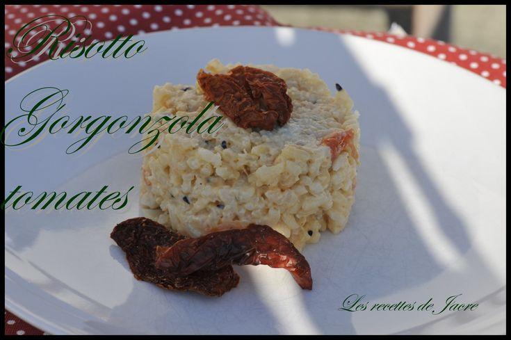Aujourd'hui un petit air d'Itale : une recette de risotto trouvée sur le site de cuisine Elle, j'y ai rajouté des graines de nigelle (cumin noir).... - 500 g de riz arborio - 5 tomates pelées et épépinées - 2 càs d'huile d'olive - 1 oignon - 1 gousse...