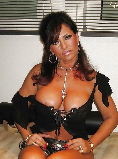 New Free Pics Of Shoe Slut Lady Barbra Pics 52