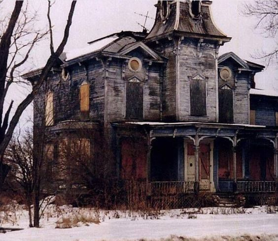 "This Creepy Looking Abandoned House Is Known As The ""Farm ..."