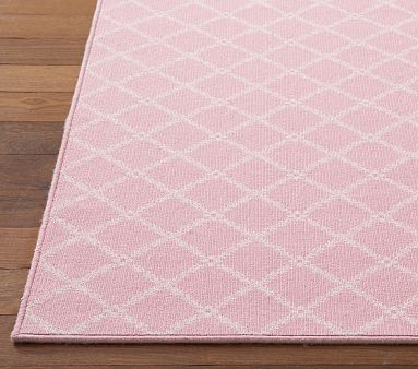 The rug is the perfect accessories to give the room that finish touch. #pink #rug #baby #nursery