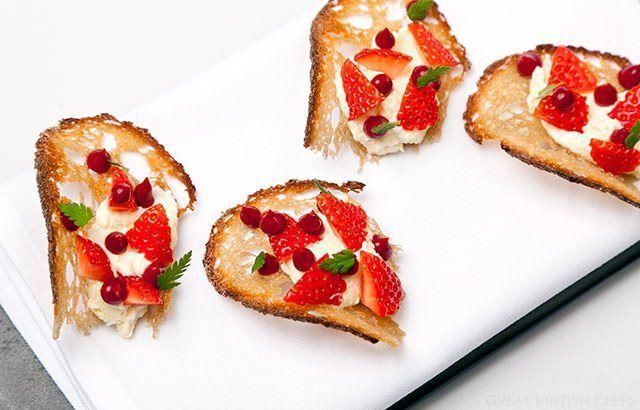 Sweet Eve strawberry cheesecake and honey crisp toast - Alyn Williams