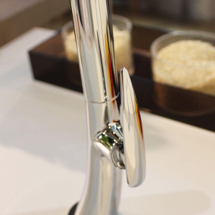 Miscelatore cromato con canna alta girevole.Altezza: 267mmDisponibile in variante Bassa Pressione