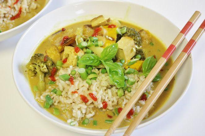 Карри с тофу, овощами и рисом
