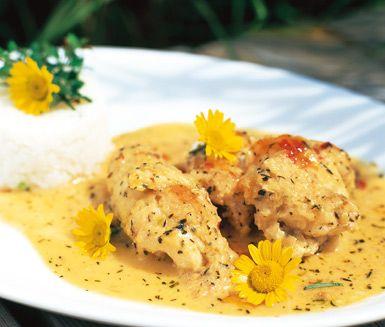 En härlig fiskrätt med orientaliska smaker. Koka upp en god thaisås av lök, vitlök, sweet chilisås, vitt vin och provencalekryddor och lägg sedan i bitar av torsk. Servera torsken och såsen tillsammans med ris eller potatis.