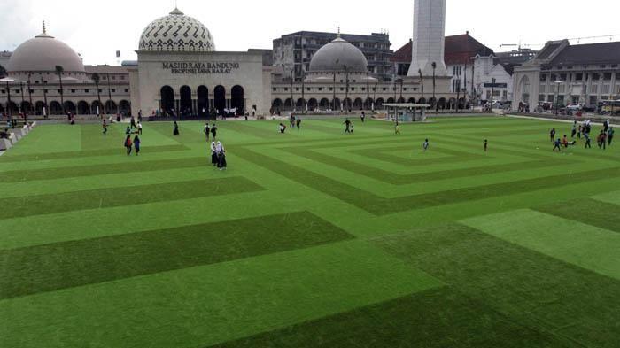 Alun-Alun Kota Bandung Kini Seperti Taman Istana di Eropa