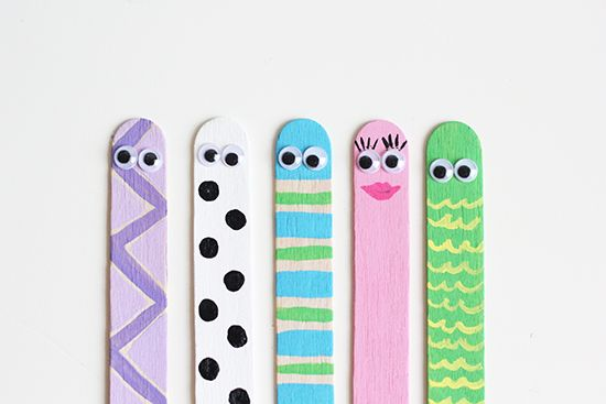 Back to School Craft {Book Worm Bookmarks} | Sweet Little Peanut