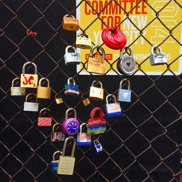 #lovelocks in #newyork ❤️ so much #love but not sure about the #lock with a #combination ... ❤️? #ny #travel #travelling #america #usa #romance