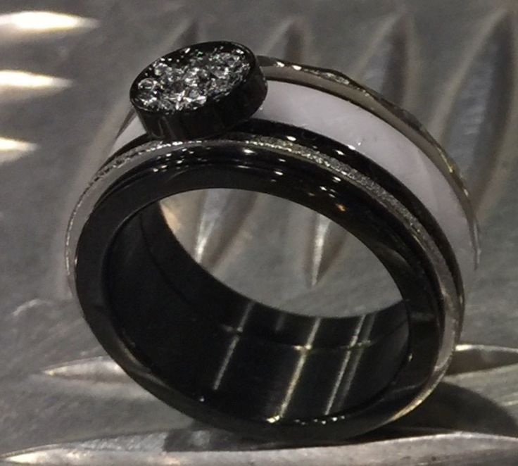 iXXXi ring black white steal & Blue Line Zeewolde