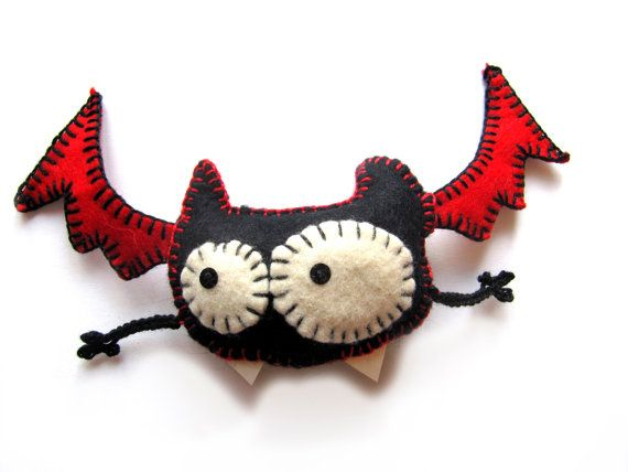 Halloween felt vampire bat. This was for sale on Etsy (it has sold now).  So cute I'm gonna have to sew up a few!  For those of you who can't quite see the arms -- they are just crocheted chains with fingers added (ch3, SC into 3rd st? repeat for each finger?)