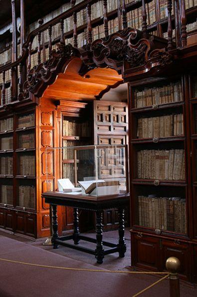 Biblioteca - Palafoxiana Library, Mexico