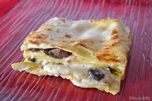Le lasagne ai funghi sono un primo piatto che adoro, sia che esse siano preparate con i formaggi in versione vegetariana, o preparate con un ragù bianco