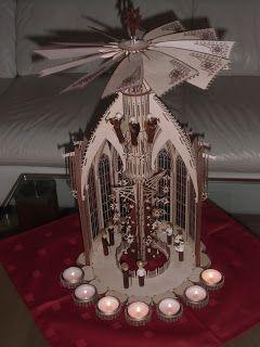 DAMASU-Info-Blog: Eine Weihnachtspyramide Kapelle mit Extras