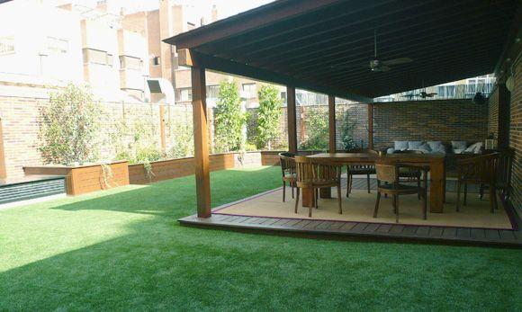 Terraza 40m2 de césped artificial vivienda en Madrid 3