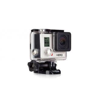 La GoPro HERO3 White Edition vous permet de tourner des vidéos de qualité jusqu\'à 1080p30 ainsi que prendre des photos d\'une résolution de 5 MP et à une vitesse allant jusqu\'à 3 images par seconde. Le Wi-Fi intégré permet de contrôler la caméra à distance en utilisant la Wi-Fi Remote (vendue séparément), et vous offre un contrôle total de la caméra ainsi que l\'aperçu, la lecture et le partage du contenu via l\'App GoPro. Cette caméra embarquée est fixable à votre équipement et est…