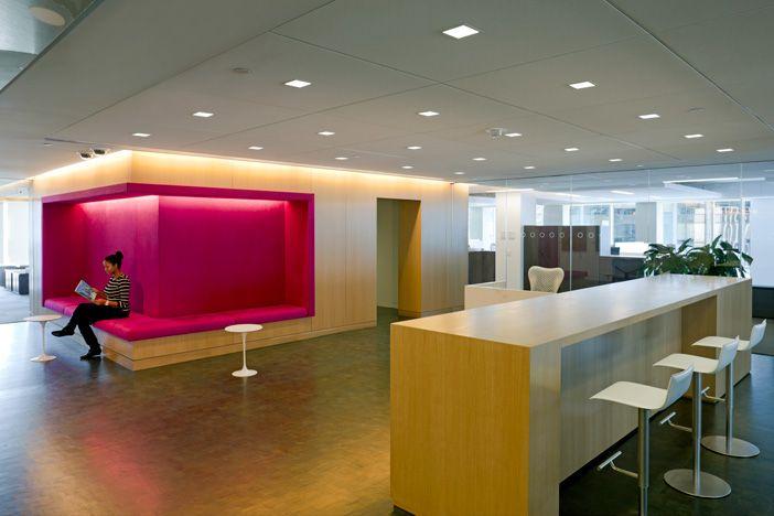 escritório, cimento queimado, madeira, branco, rosa