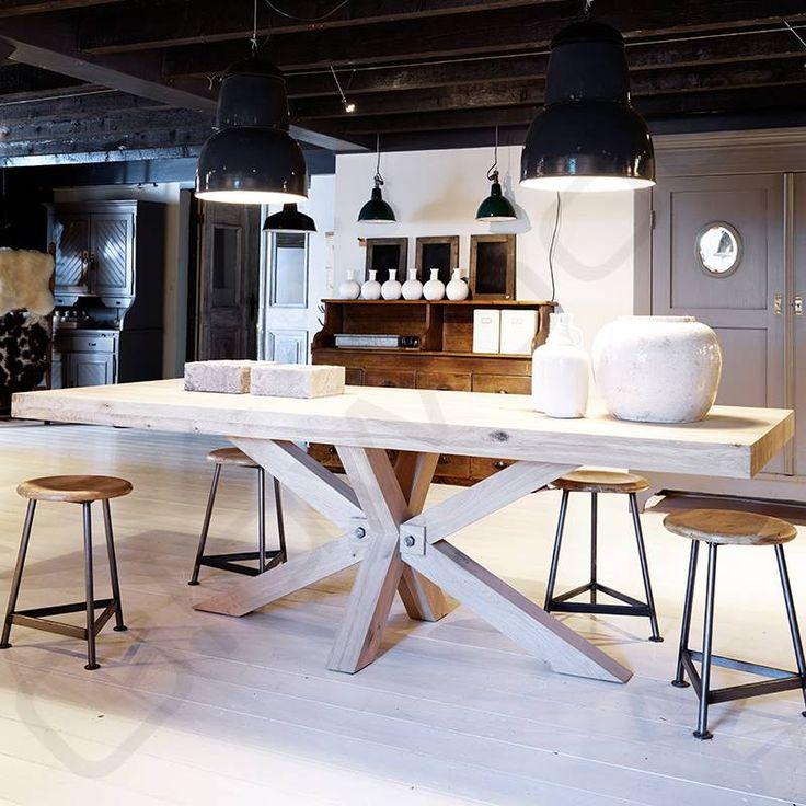 Robuuste tafels industri le tafel madrid eettafels for Houten meubels woonkamer