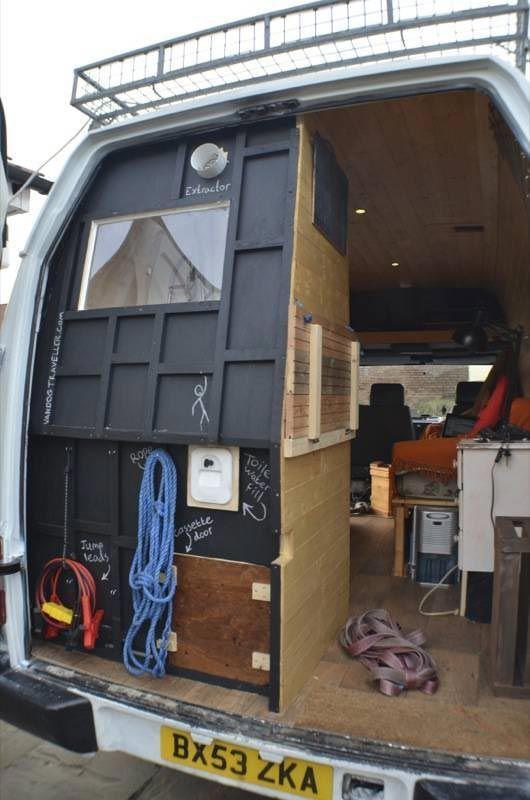 Дом на колесах из старого фургона