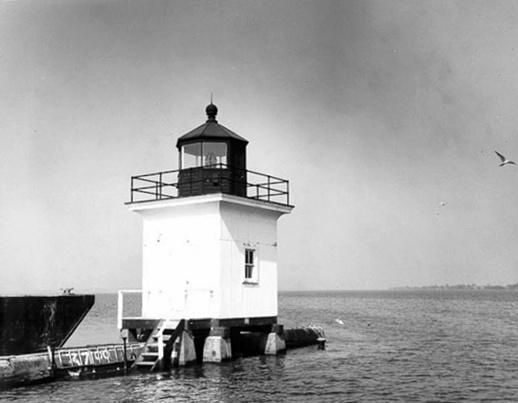 Cape Vincent Breakwater Lighthouse, New York at Lighthousefriends.com