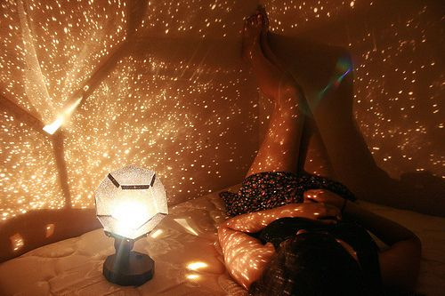 Pretty picture, totally dig this lamp!