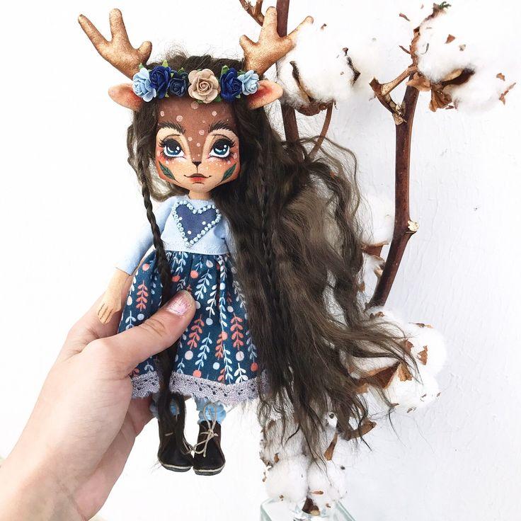 Дом нашла 🏡☺️ Рост куклы около 20 см + рожки Куколка полностью загрунтована. Кукла шарнирная(на деревянных бусинах), ручки и ножки сгибаются и она сидит сама, стоять может с опорой! Волосы натуральные из мохера козочки, можно расчёсывать и делать причёски. Они мягкие и шелковистые. Одежда у куклы съемная. В комплекте: платье из натурального хлопка,  ботиночки из натуральной кожи, носочки и веночек из цветов малбери.  Кукле можно сшить или связать доп. наряды самим, а можно заказать у меня…