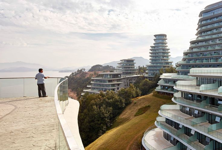 Multi-storey apartment buildings are usually not what comes to mind when one thinks of serene retreats in scenic, picturesque environments and yet Chinese practiceMAD Architectshas created just that in the sloping, verdant shores of Taiping Lake in Huangshan Districtin eastern China's Anhui province.