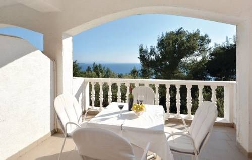Apartment Ivan Dolac with Sea View V Ivan Dolac Apartment Ivan Dolac with Sea View V offers accommodation in Ivan Dolac. Apartment Ivan Dolac with Sea View V features views of the sea and is 45 km from Split.