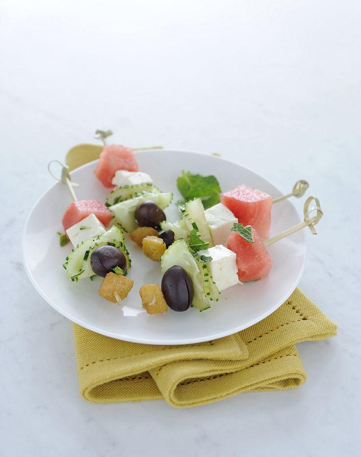 Un antipasto con frutta e formaggio sfizioso e light. Perfetto per stuzzicare l'appetito nei pranzi e nelle cene d'estate. Prova la ricetta di Sale&Pepe.