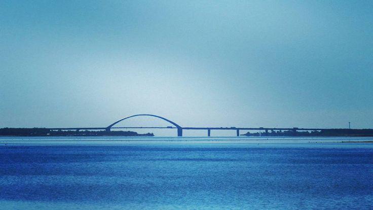 Die Fehmarnsundbrücke an der Ostseeinsel Fehmarn #ostsee #balticsea #brücke #bride #fehmarnsund #fehmarnsundbrücke #fehmarn