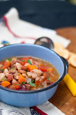 15 Bean Soup from @NevrEnoughThyme http://www.lanascooking.com/2012/11/27/15-bean-soup/#