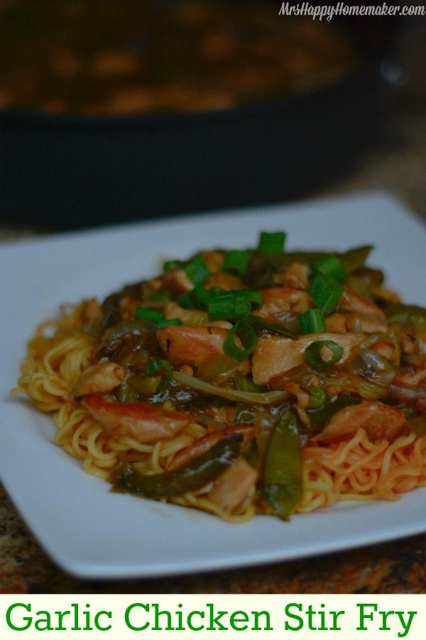 This Garlic Chicken Stir Fry is absolutely delicious & so easy to make from scratch!   MrsHappyHomemaker.com