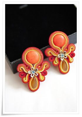Hand embroidered soutache earrings.