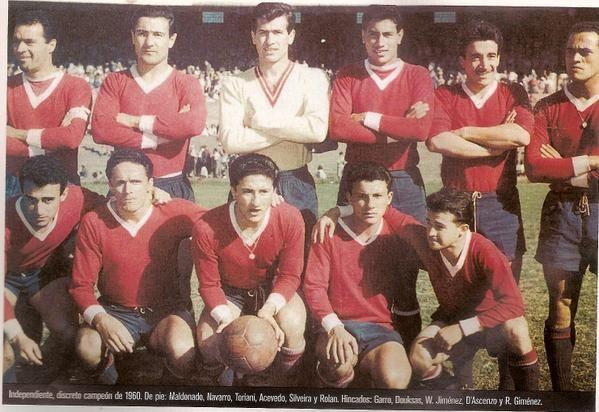 INDEPENDIENTE, CAMPEON DE 1960 Maldonado, Navarro, Toriani, Acevedo, Silveira, Rolan; Garro, Douksas, Walter Jimenez, D'ascenso y Gimenez.-