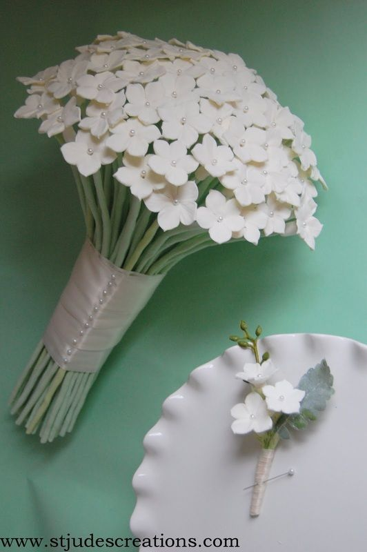 This bouquet is so lovely.  Who would not want this in their wedding. Paper Flower bouquet