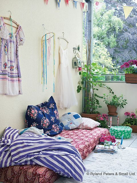 balcony from Jasna Janekovic, photo by Debi Treloar/Ryland Peters & Small and it's part of Homespun Style by Selina Lake. Aww I just love the colors and how cozy this balcony looks with all the pillows and blankets! Wished I could have such a balcony!